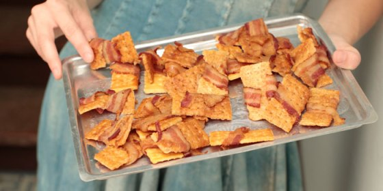 700-bacon-crackers
